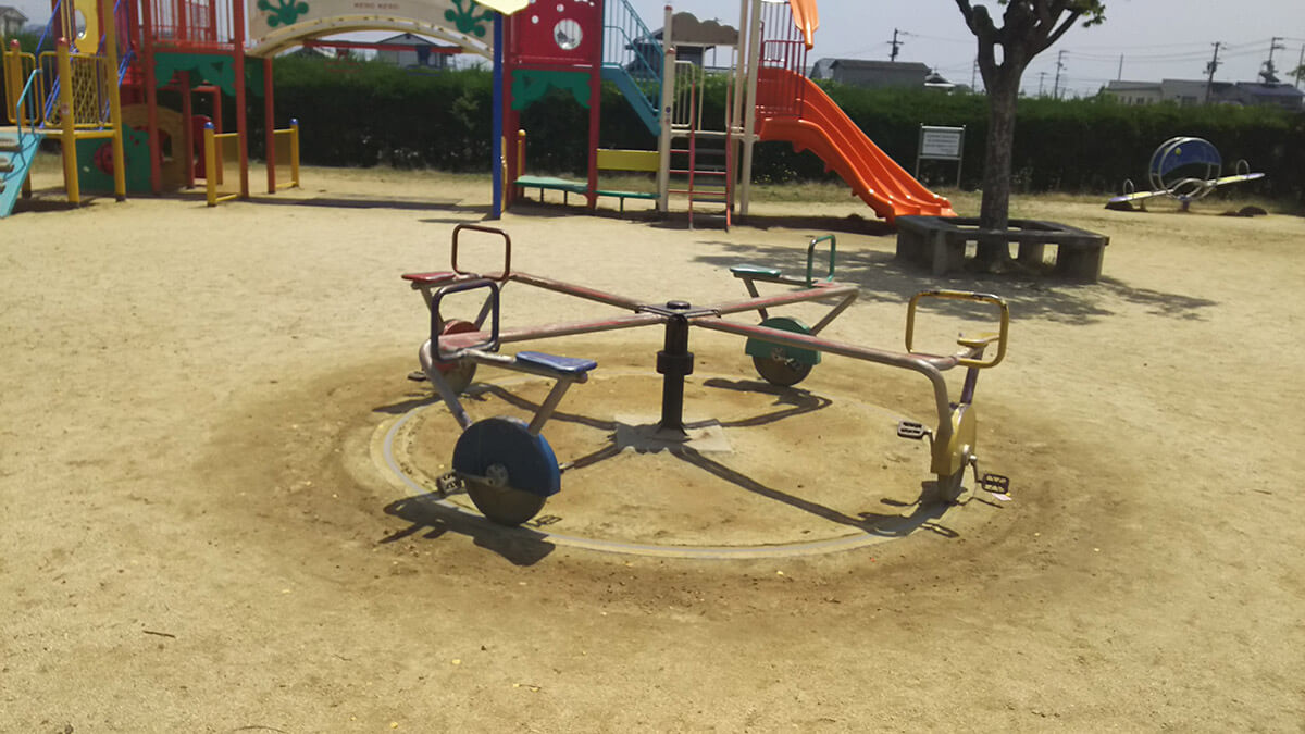 東垣生公園ちびっこ広場 4人乗り自転車