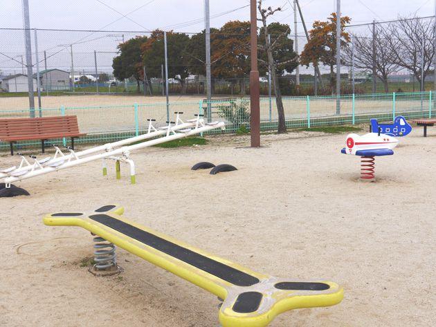 写真:東垣生公園 スプリング遊具