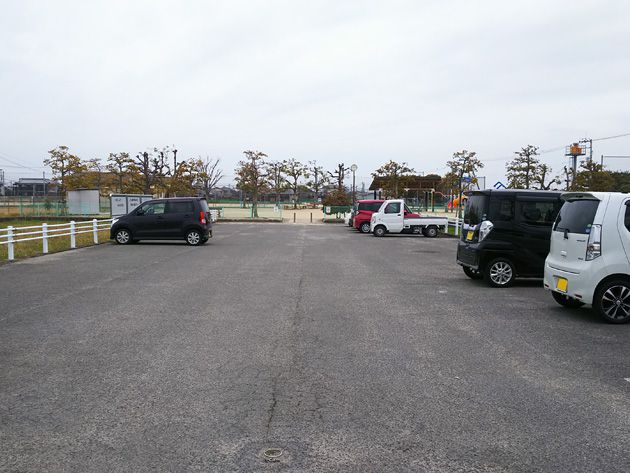写真:東垣生公園 駐車場