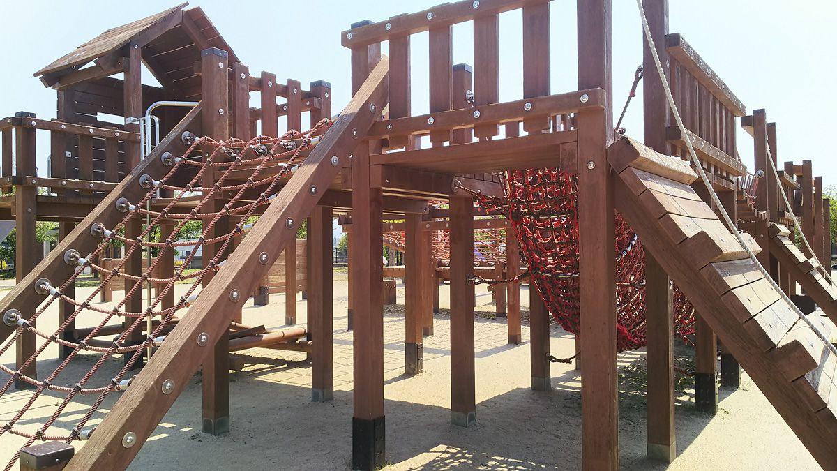 南江戸公園 大型コンビネーション遊具 斜面板、トンネル等